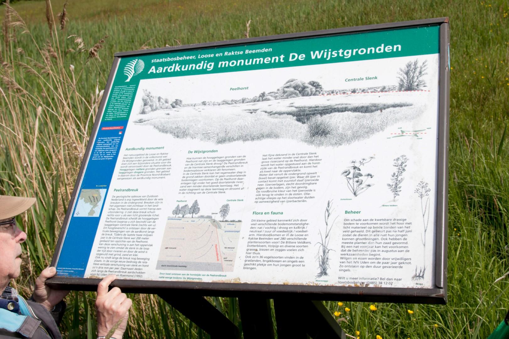 Informatiebord over Aardkundig monument De Wijstgronden.
