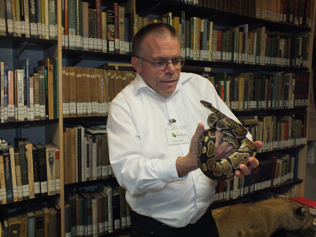 Eric Mulder met een python in de hand