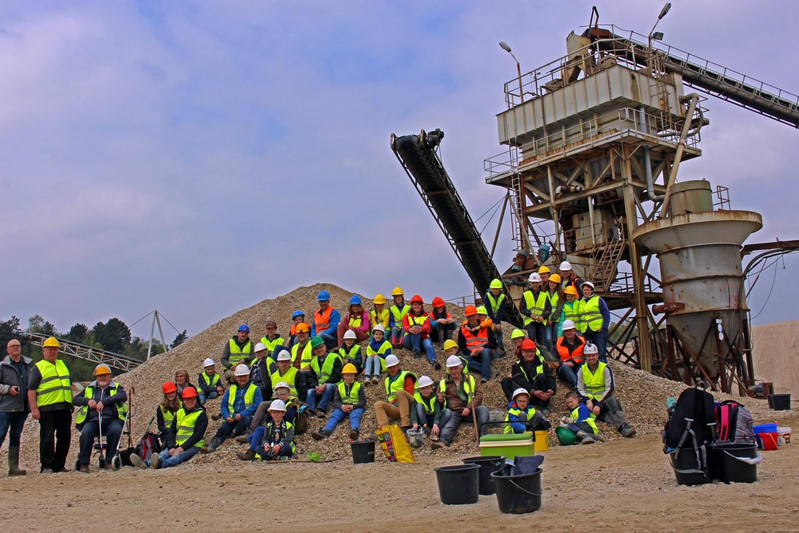 Groepsfoto van de excursie naar grindgroeve Dorperheide te Arcen in 2017