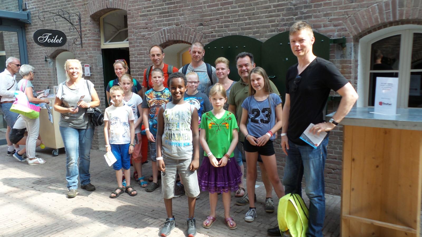 Groepsfoto van Stichting Geo Oss Jeugd bij GeoFort te Herwijnen