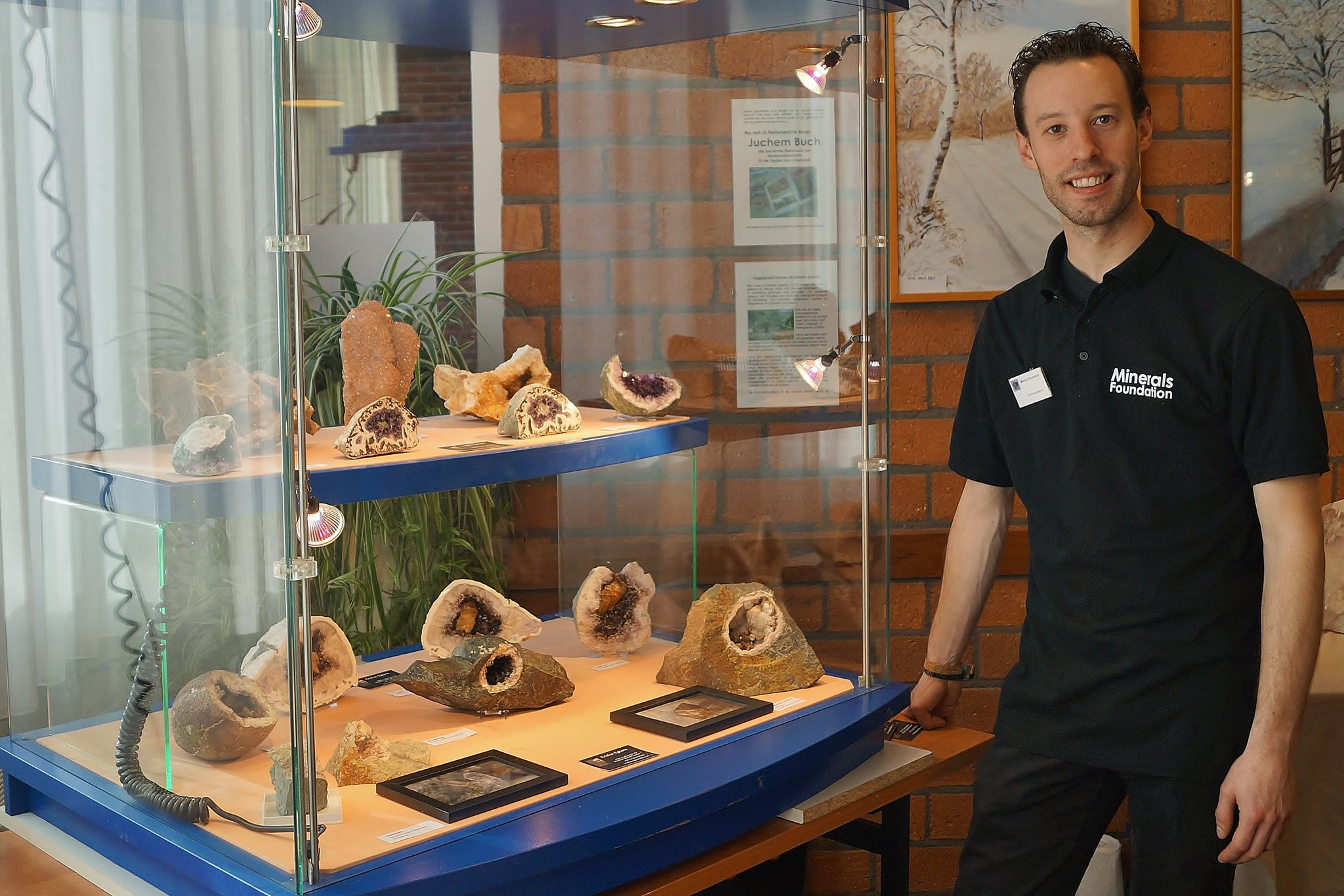 Kristian Egberts die een deel van zijn collectie tentoonsteld.