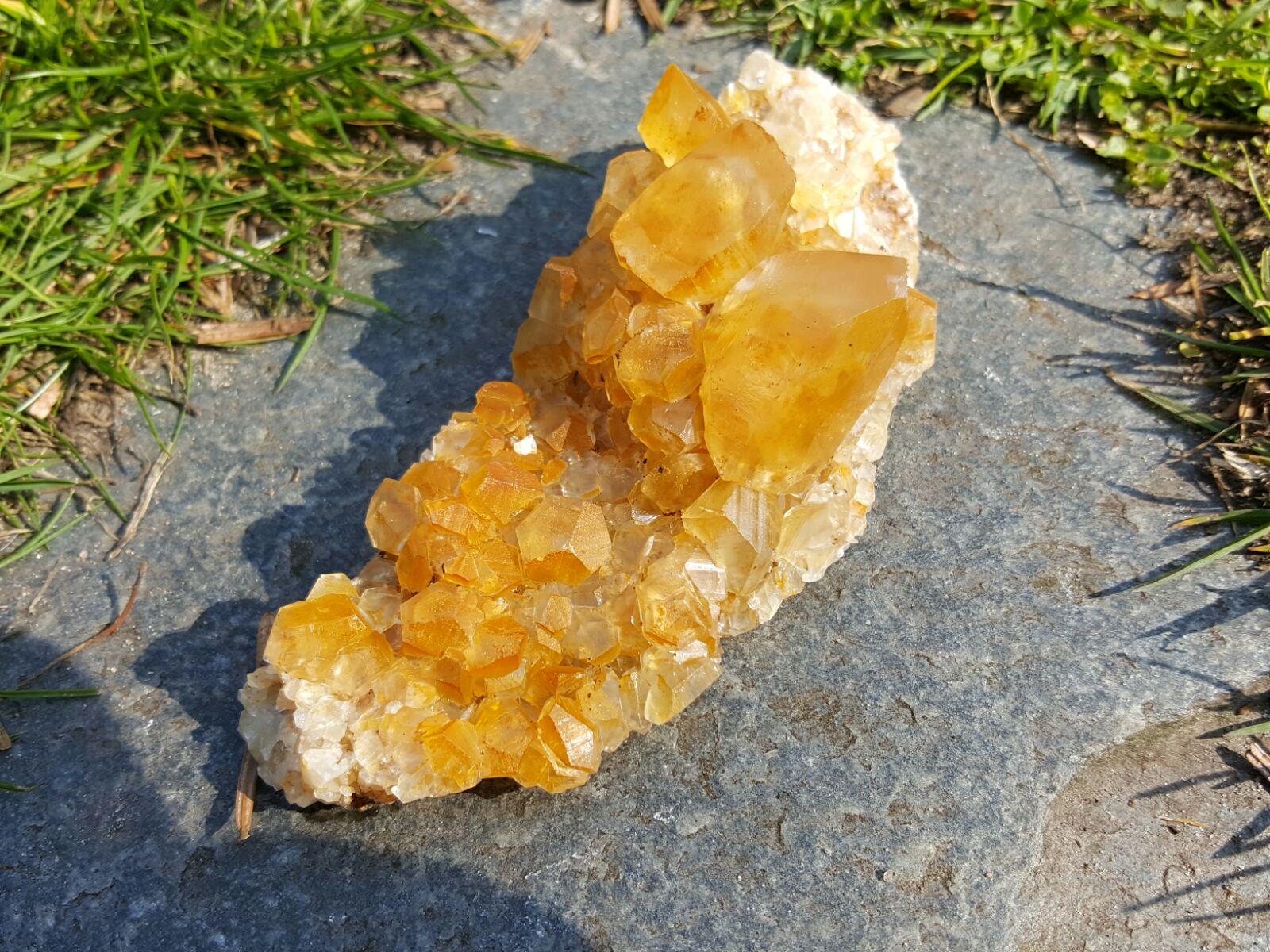 Een mooi kristalgroepje van Calciet gevonden in Landelies