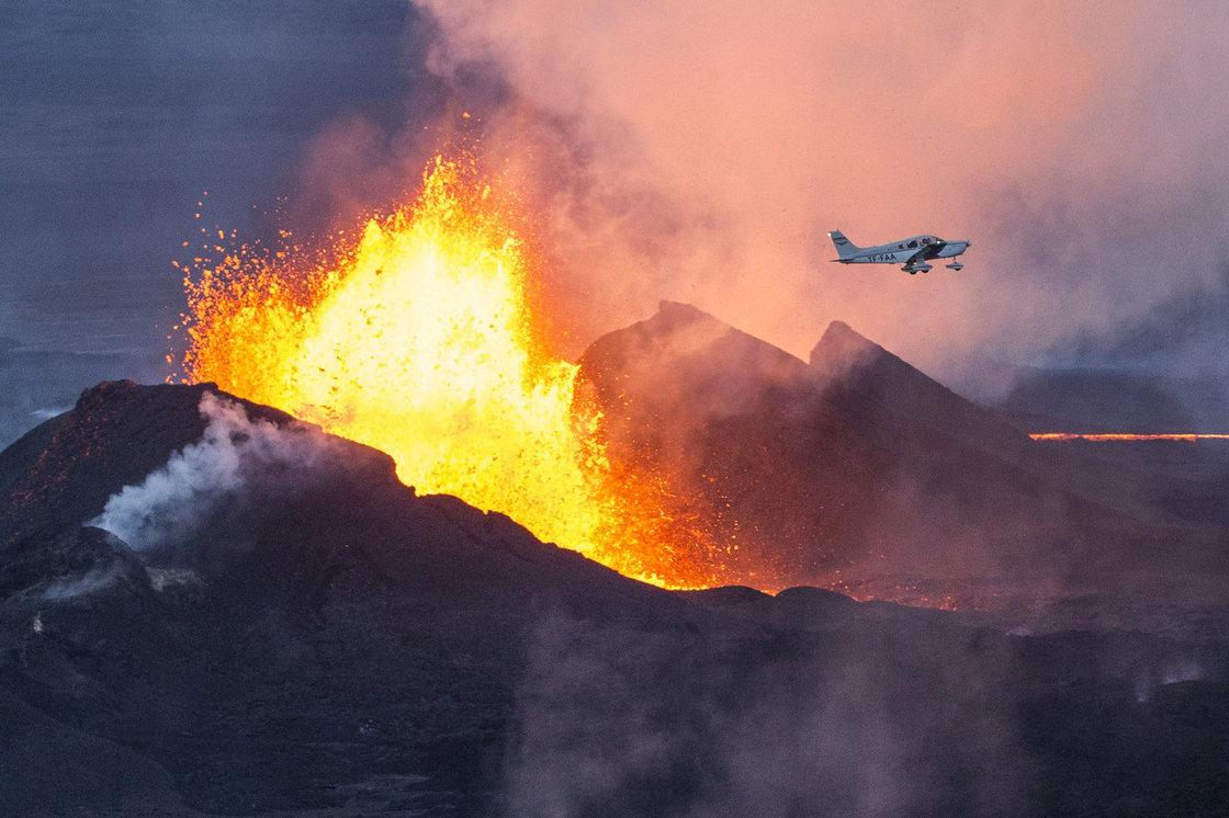Beeld van een vulkaan.