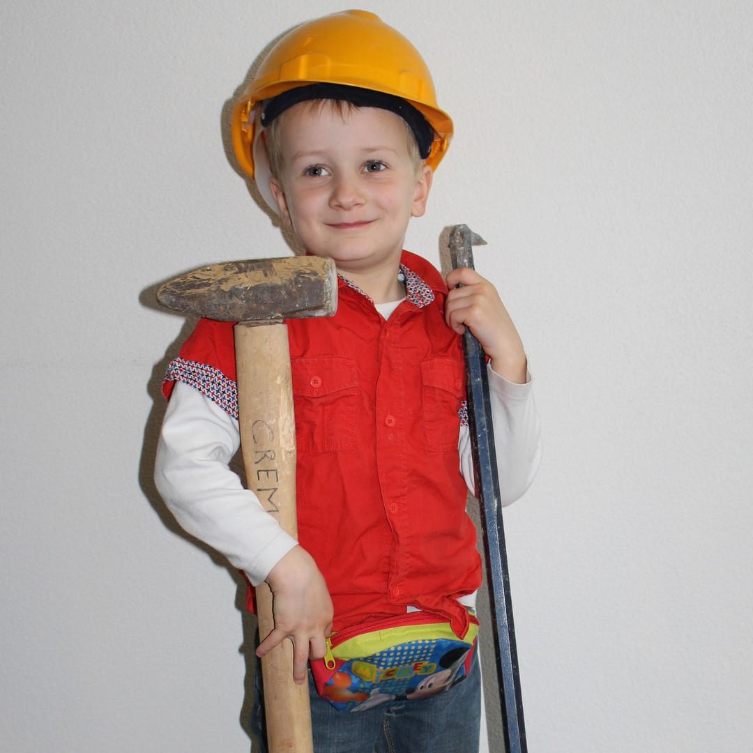 De jeugd is de toekomstige mineralen en fossielenjager.