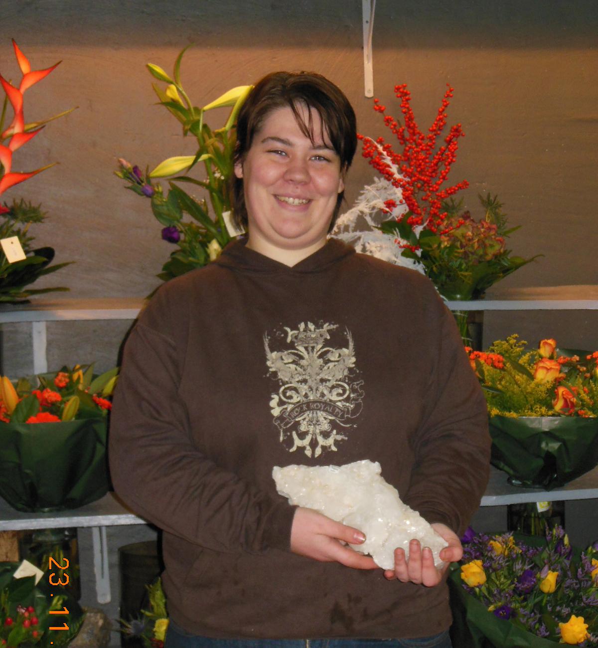 Jeanine Stoop is de gelukkige winnaar met een prachtig stuk Apofyliet
